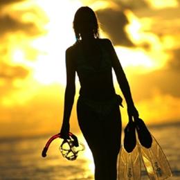 Elischeba am Strand im Gegenlicht