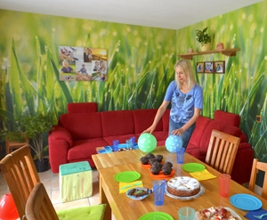Neuer Look fürs Wohnzimmer, grüne Grastapete und frischer Wind