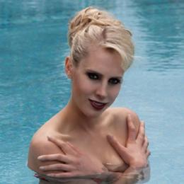 Elischeba Wilde - Portrait - Nixe im Schwimmbad