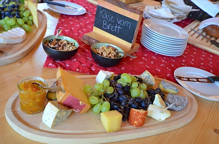 Buffet im Hüttendorf Kirchleitn