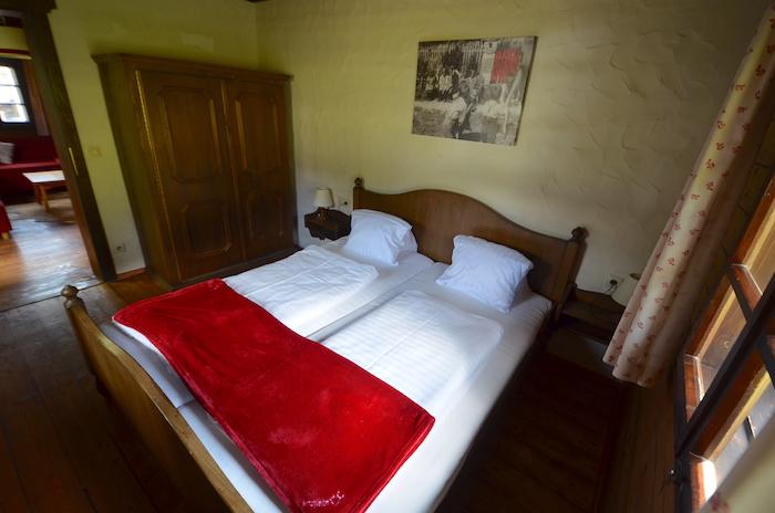 Schlafzimmer im Hüttendorf Kirchleitn