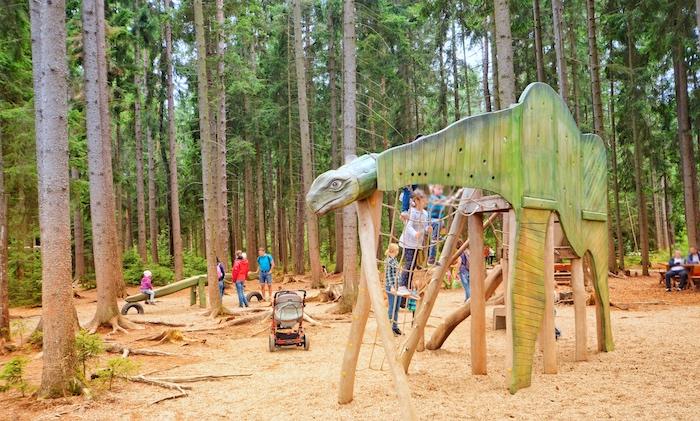 Spielplatz mit Dinos