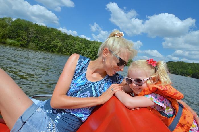 Bootsfahrt auf dem Bostalsee mit Kindern