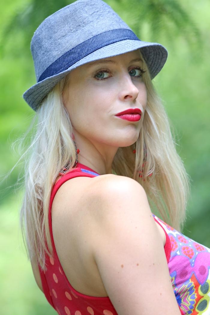Elischeba Wilde im Sommerlook mit Hut