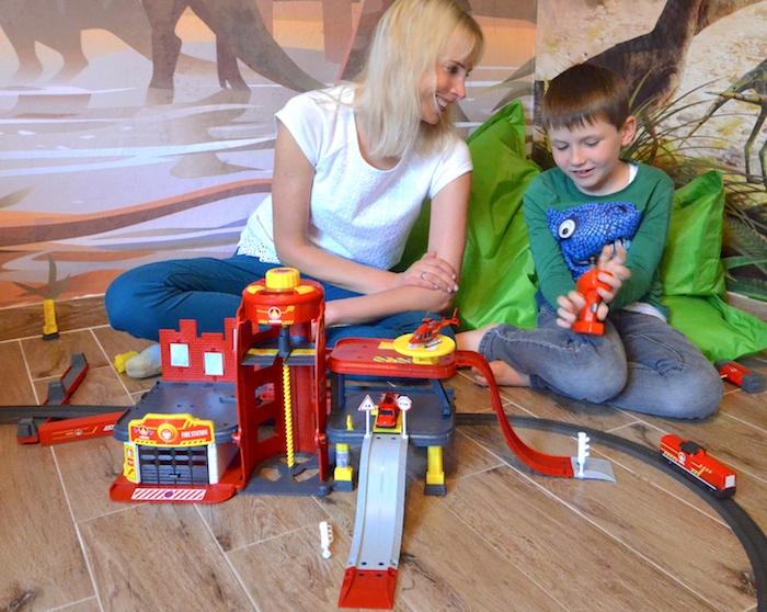 Anzeige – Geschenktipp Märklin my world & Spielzeugeisenbahn mit Feuerwehrstation