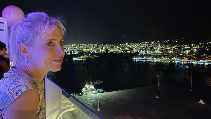 Elischeba auf AIDAprima beim Auslaufen aus dem Hafen von Akaba in Jordanien