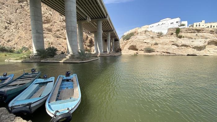 Boote am Wadi Shab