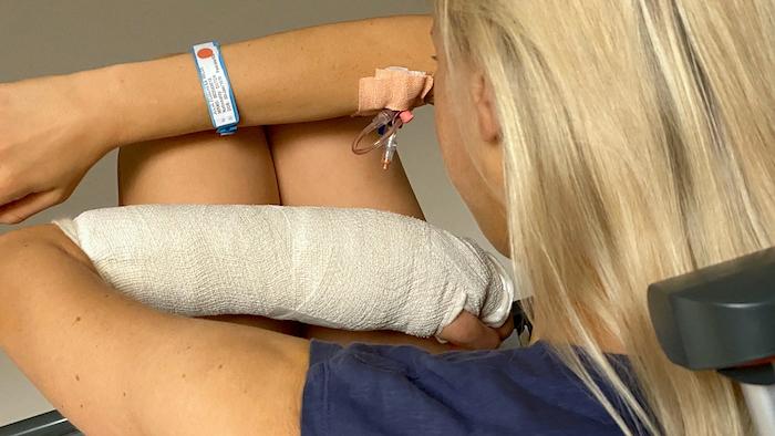 Elischebas gebrochener Arm - Foto aus dem Krankenhaus