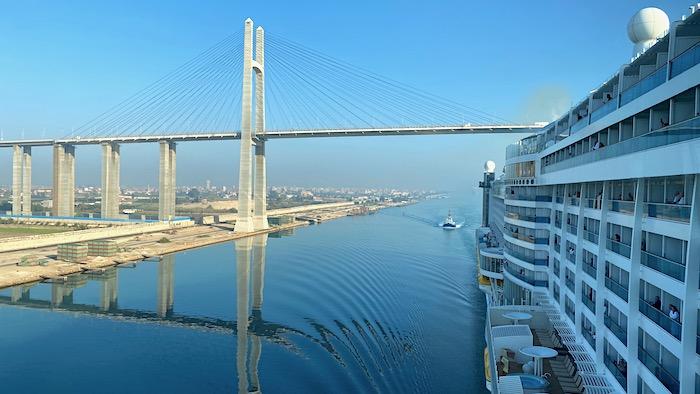 Friedensbrücke am Suezkanal
