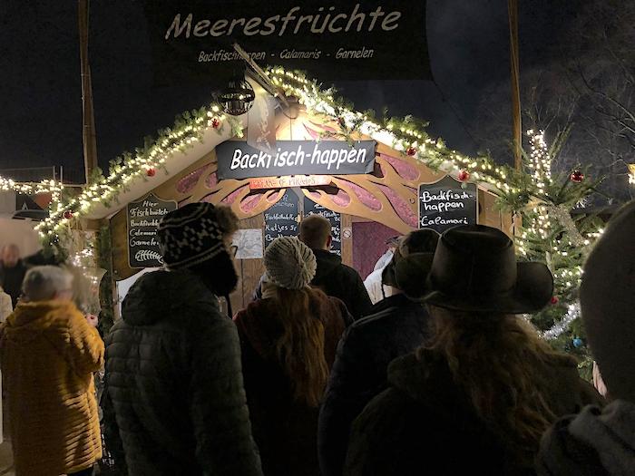 Backfisch und Meeresfrüchte auf dem Weihnachtsmarkt in Dortmund