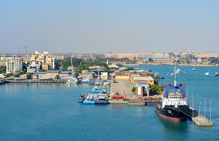 was sieht man bei der Fahrt mit AIDAprima durch den Suezkanal