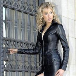Elischeba Wilde - Lady in black leather - Kampagne für Leatherdream
