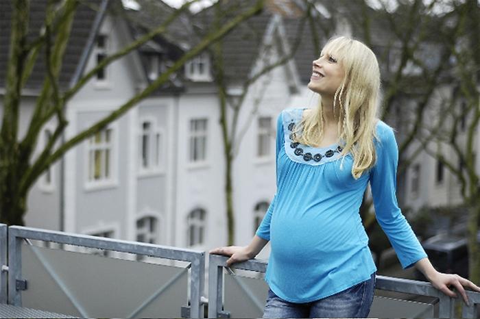 Elischeba Wilde mit Babybauch by Daniel Attia