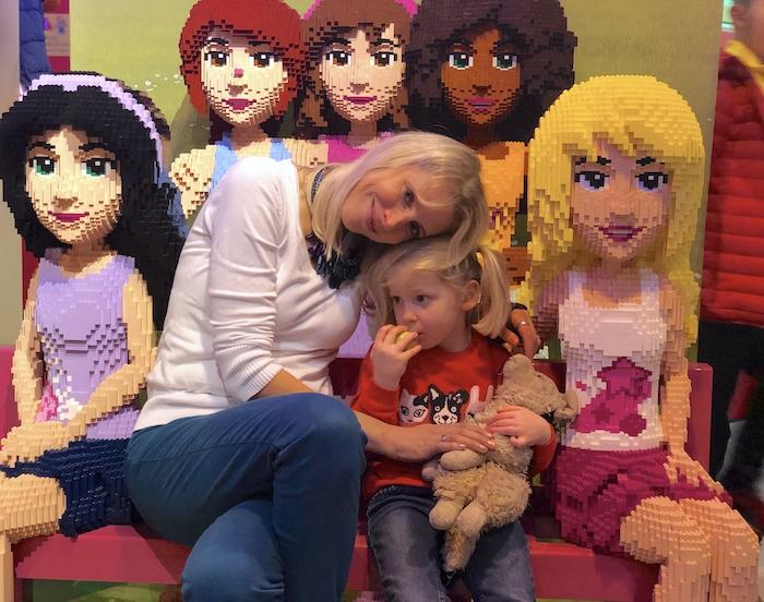 Elischeba und Emily in der LEGO Friends Welt