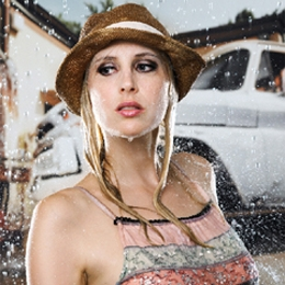Elischeba beim wet look fashion shooting in Düsseldorf