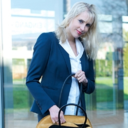 Elischeba - Business Lady in Green Fashion