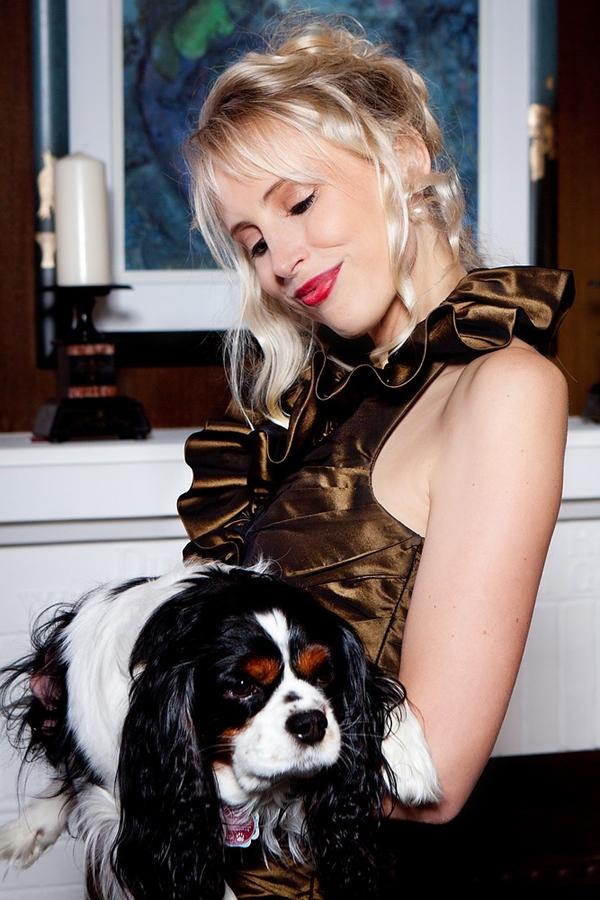 Elischeba Wilde - Fashion Shooting mit Hund für das Modelabel Kleiderfreuden.de