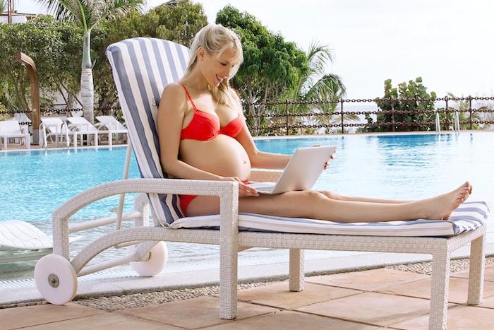 Elischeba mit Babybauch auf Lanzarote