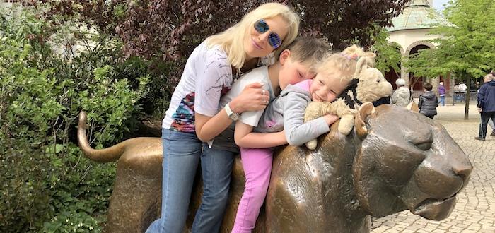 Elischeba mit Kids im Zoo Leipzig