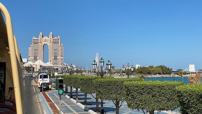 Abu Dhabi mit dem Hop-on Hop-off-Bus
