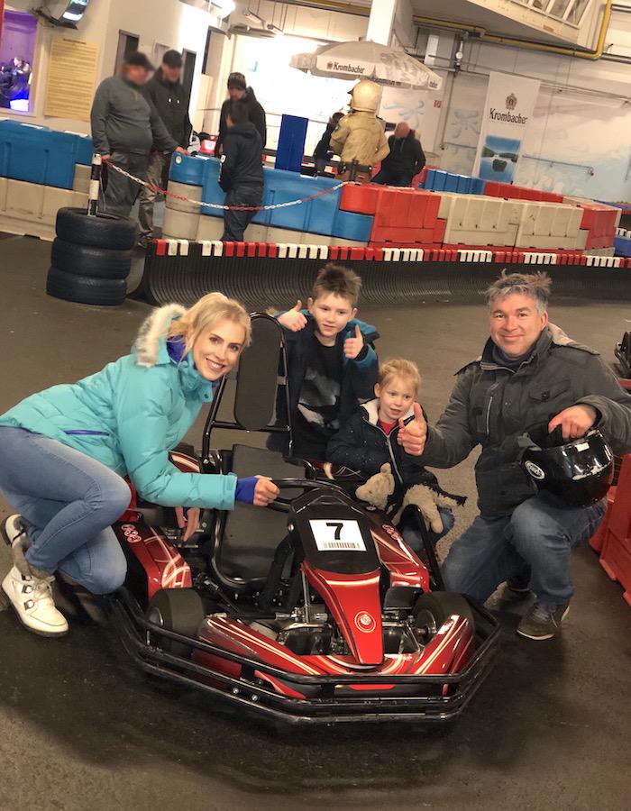 Family Wilde auf der Kartbahn