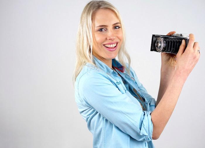 Elischeba Wilde - Selfie mit alter Kamera