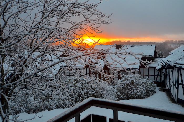 Sonnenaufgang im verschneiten Winterberg