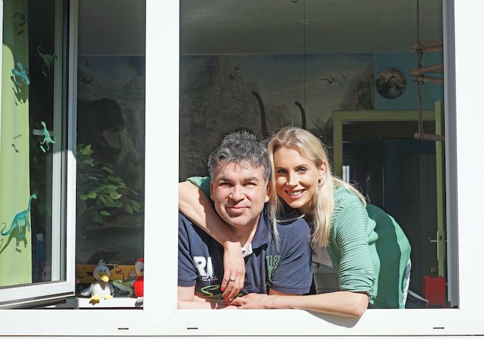 Elischeba und Pierre - Corona Fenster Shooting