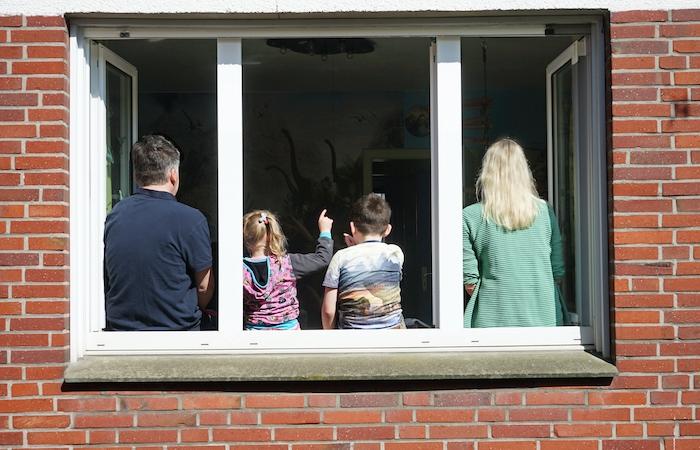 Elischeba Wilde mit Family - Corona Fenster Shooting Challenge