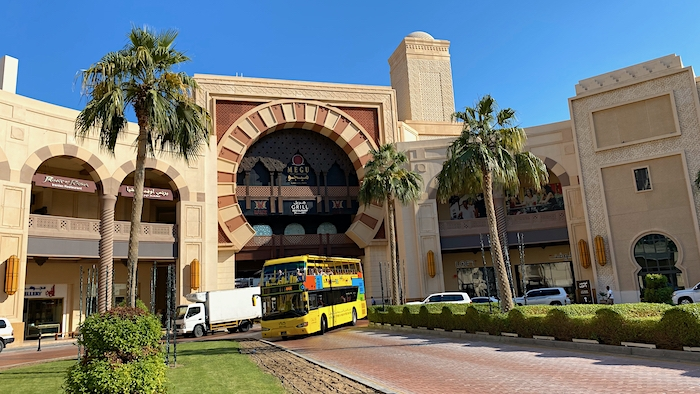 gelber Doppeldeckerbus in Doha in Katar