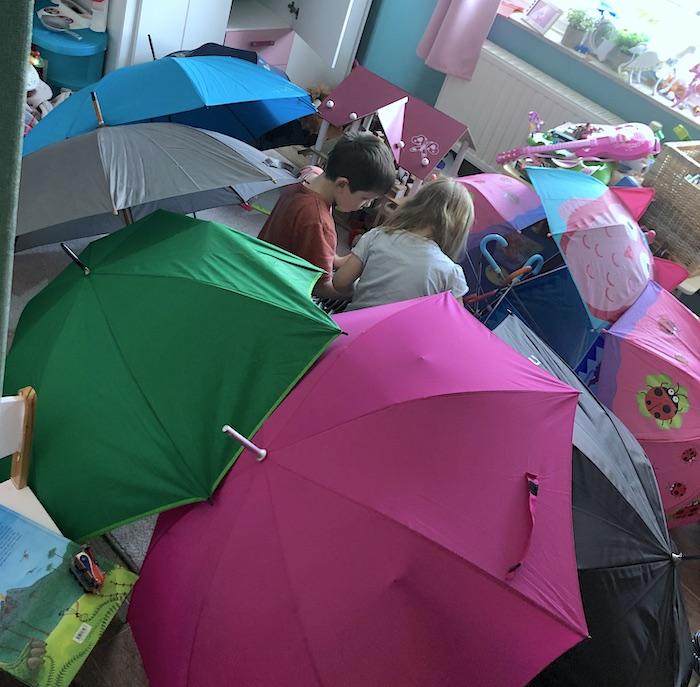 Haus mit Schirmen