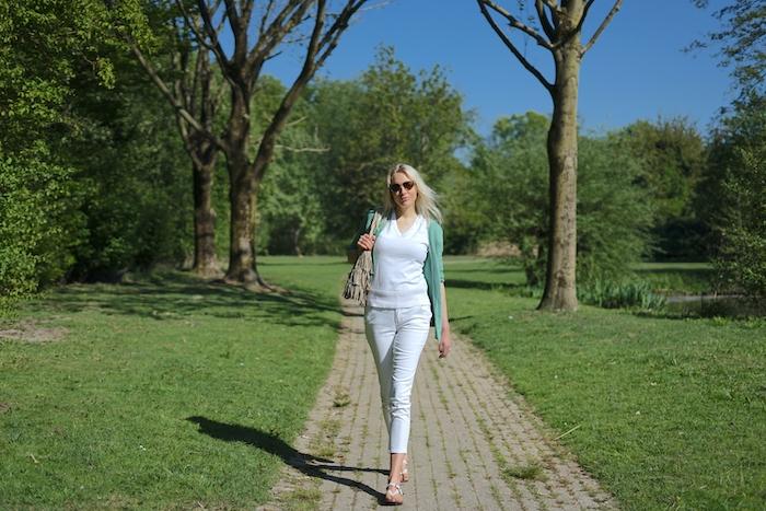 Elischeba Wilde - Spaziergang durch den Park