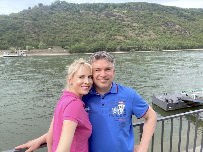 Elischeba und Pierre - Paar-Selfie am Rhein