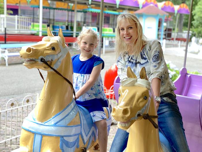 Karussell mit Pferden - Elischeba und Emily