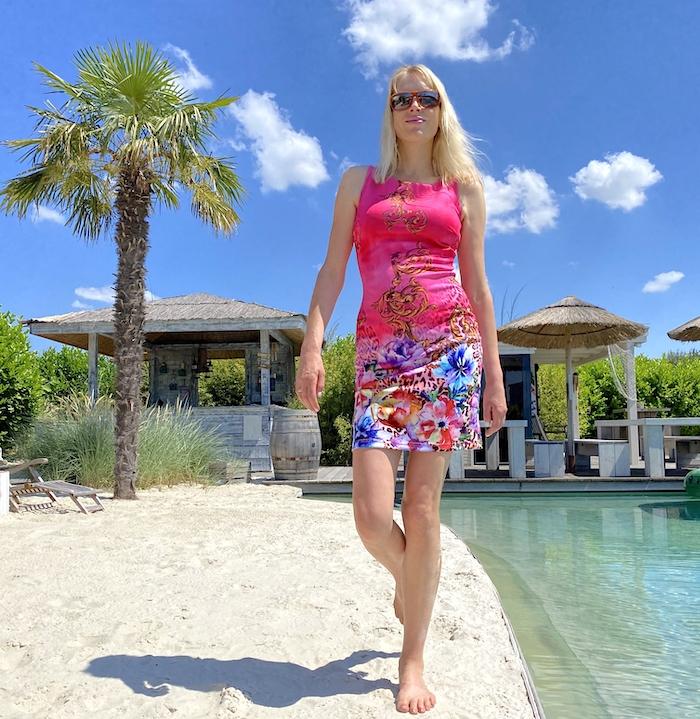 Elischeba im pinken Sommerkleid