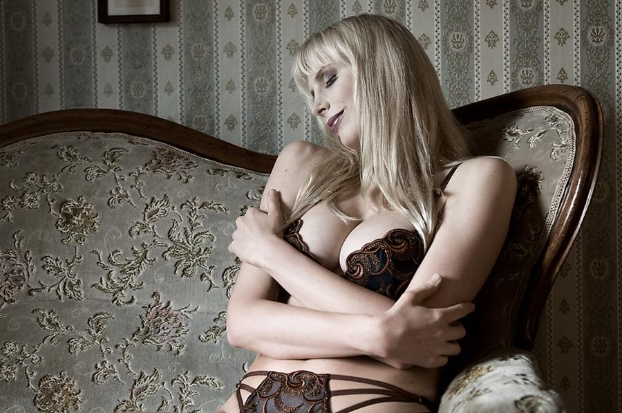 Dessous Model Elischeba Wilde