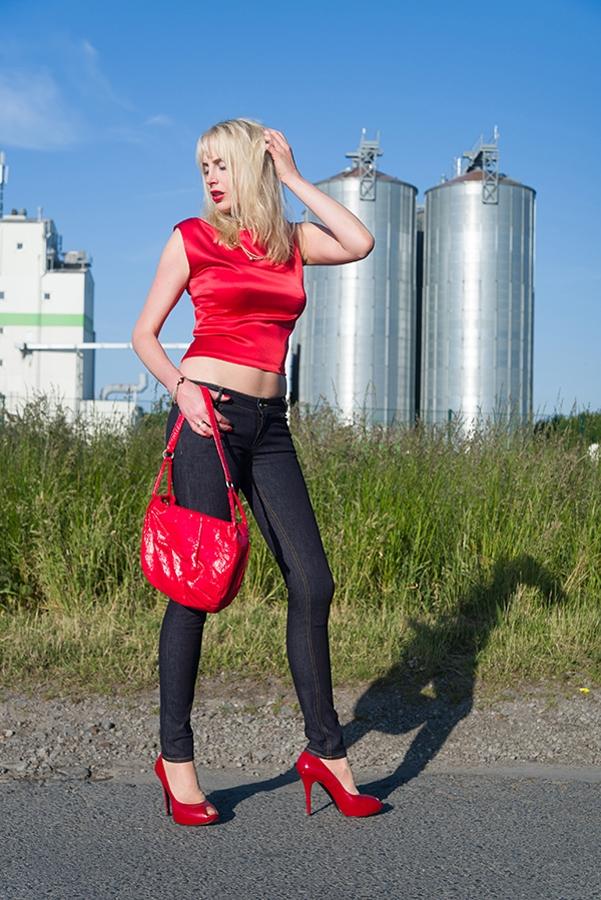 Elischeba Wilde in massgeschneiderten SELFNATION Jeans