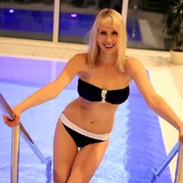 Elischeba Wilde im Bandeau Bikini