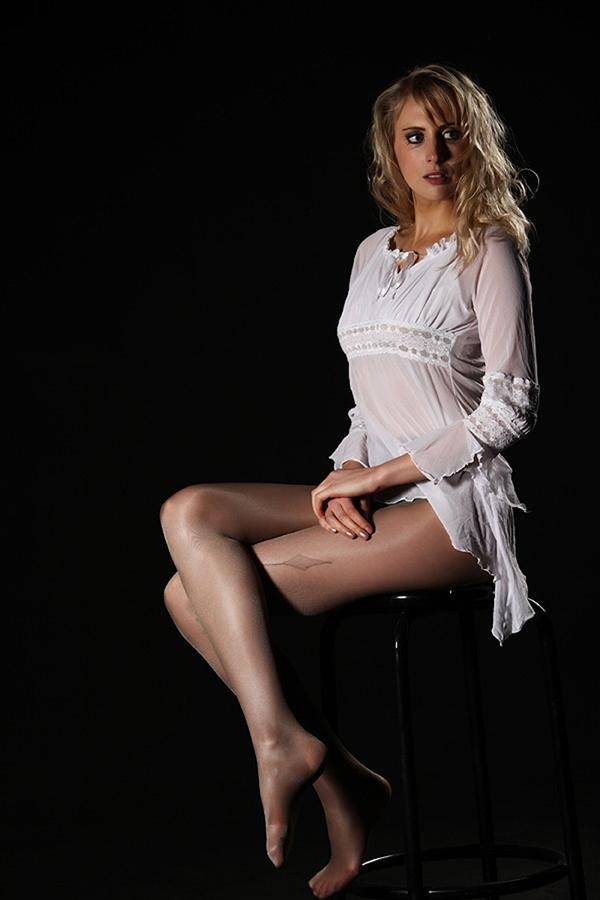 Model Elischeba Wilde in sexy Nylons