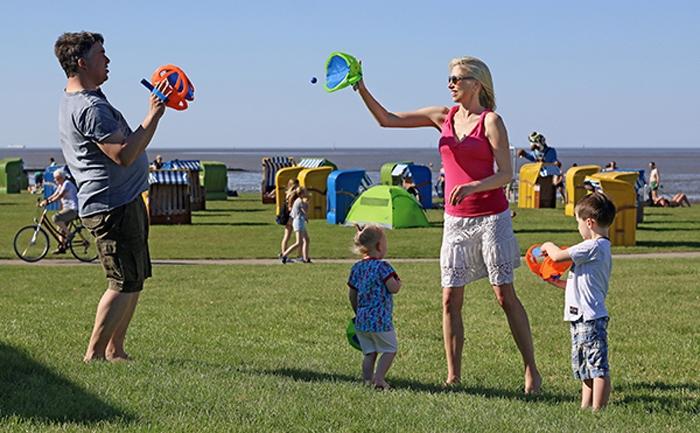 Ballspiel für die ganze Familie - Family Wilde an der Nordsee