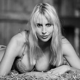 Model Elischeba Wilde in Dessous SW
