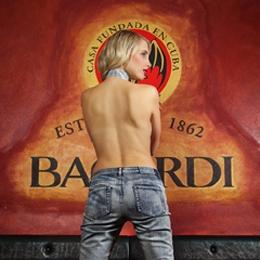 Model Elischeba Wilde - endless legs in blue jeans