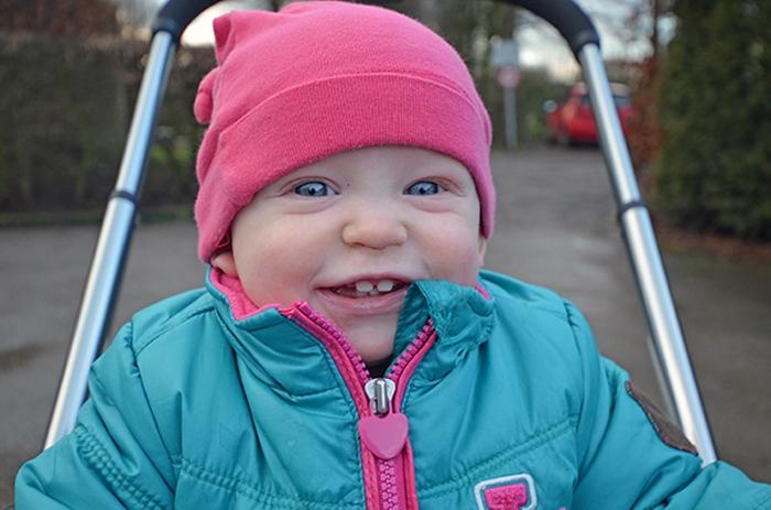 Baby Emily ein Jahr alt