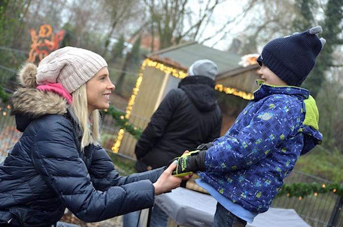 Mamabloggerin Elischeba mit Leon auf dem Weihnachtsmarkt