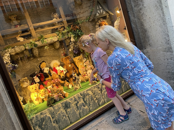 Schaufenster gucken in Rothenburg ob der Tauber