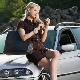 Elischeba Wilde - Shopping Queen mit Smartphone