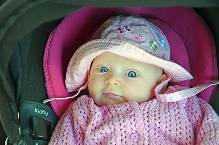 Emily zwei Monate alt