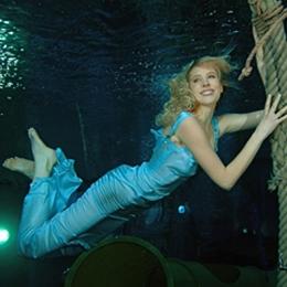 Elischeba Wilde - under water model in blue