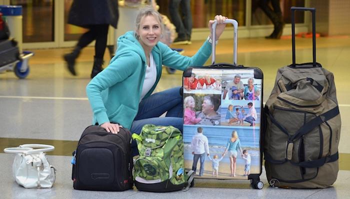 Elischeba mit Koffer am Flughafen Düsseldorf