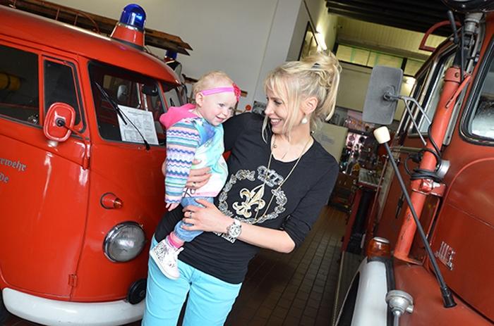 Elischeba und Emily im Feuerwehrmuseum